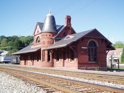 d9bd8a69-7054-4f00-8bff-312a84111fadoakland maryland train station _2